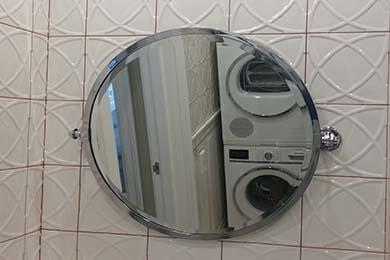 Круглое зеркало в раме