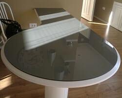 серое стекло на стол