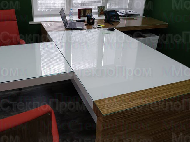 белое стекло на стол